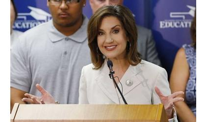 Hofmeister praises bills addressing dyslexia, school transparency