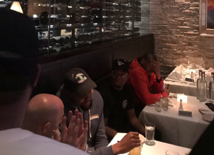 Durant, teammates dine at steakhouse after all