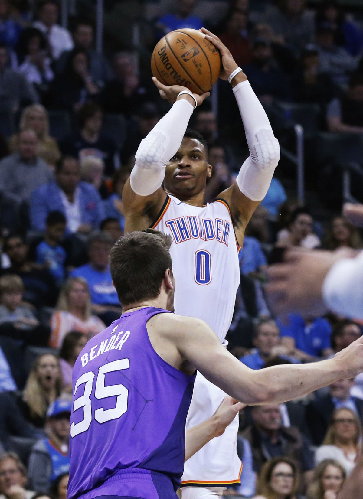 Westbrook leads Thunder in rout of Phoenix Suns