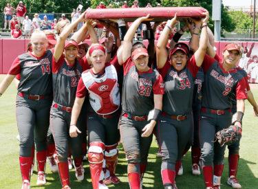 super popular fed5f fcccc Oklahoma Sooners return to Women's College World Series