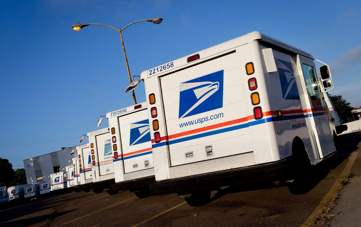 Yukon man pleads guilty to accepting bribes as postal carrier