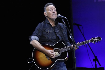 Bruce Springsteen receives Woody Guthrie Prize
